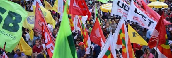 """Ninguém votou pra acabar com a sua aposentadoria"""", afirma CUT-RS em ato contra reforma de Bolsonaro"""