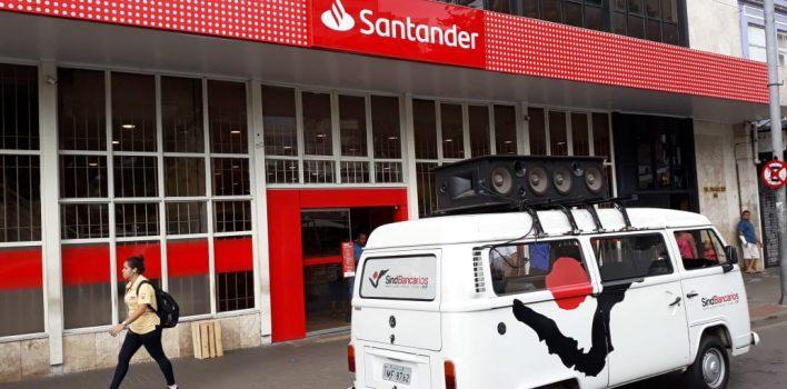 Santander demite colegas com décadas de casa, do grupo de risco, por telefone