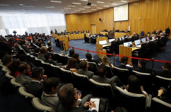 Por um voto de diferença, petroleiros vencem disputa bilionária com Petrobras no TST