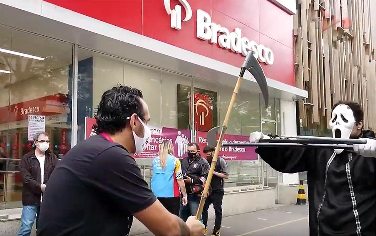 Vídeos dão nomes e rostos ao drama das demissões nos bancos