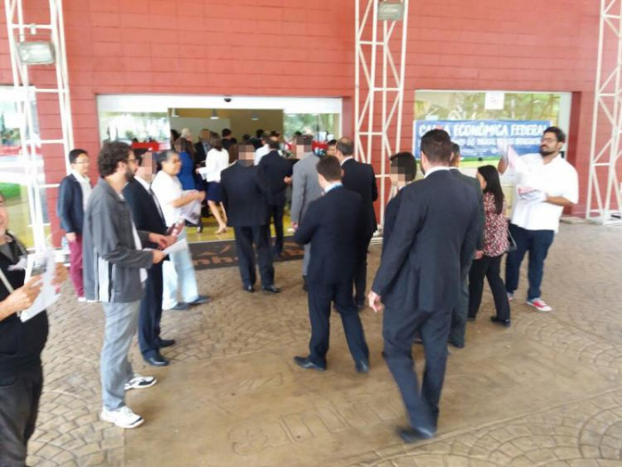 Representantes dos empregados cobram Occhi sobre desmonte da Caixa