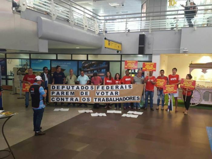 Sindicatos pressionam deputados em todo o país