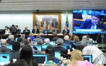 Oposição acirra debate sobre denúncia contra Temer depois da aprovação de reforma