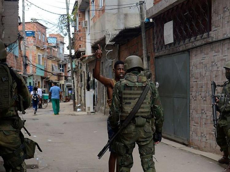Intervenção no Rio vai terminar em tragédia, diz Pedro Serrano