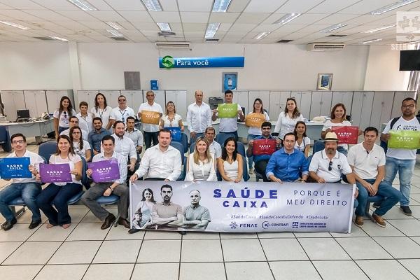 Vestidos de branco, trabalhadores defenderam o Saúde Caixa em atos pelo país