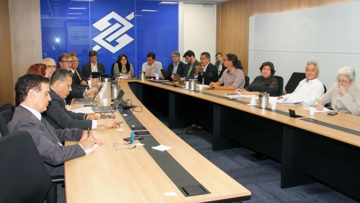 Reunião debate novo modelo de atendimento e suspensão da CCV no Banco do Brasil