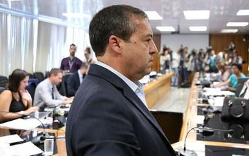 Depois de anunciar menos 12 mil vagas, ministro do Trabalho pede demissão