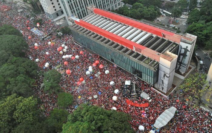 Atos reúnem 1,35 milhão em todo o país contra o golpe