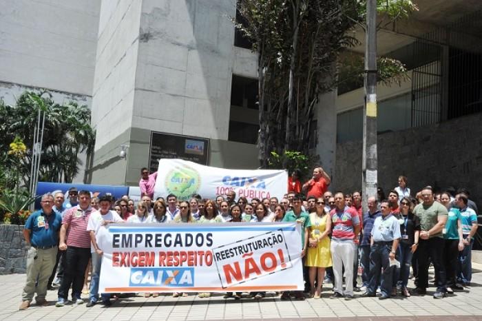 Empregados da Caixa repudiam reestruturação e paralisam atividades em Fortaleza