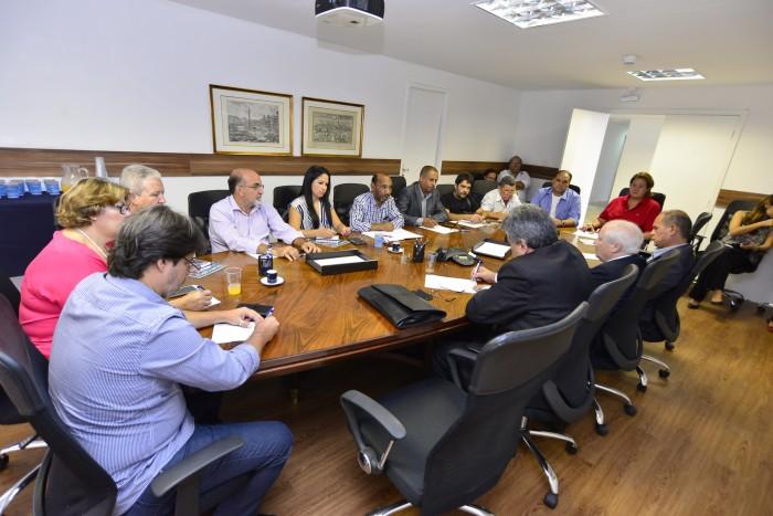 Implantadas as mesas temáticas de terceirização e PLR com a Fenacrefi